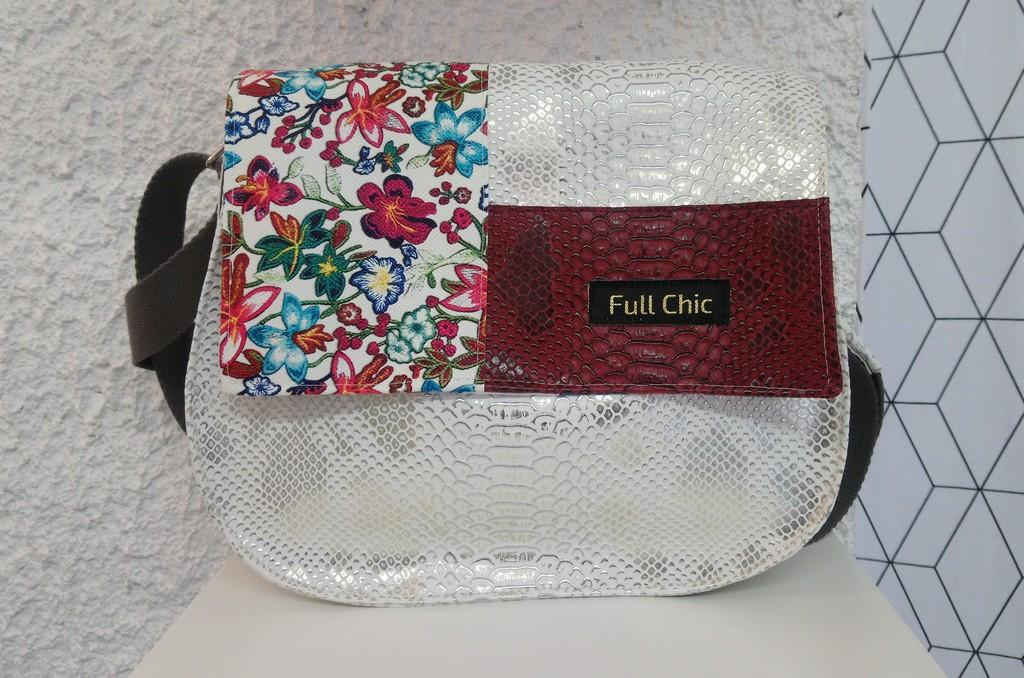 beace blanche patch fleurs